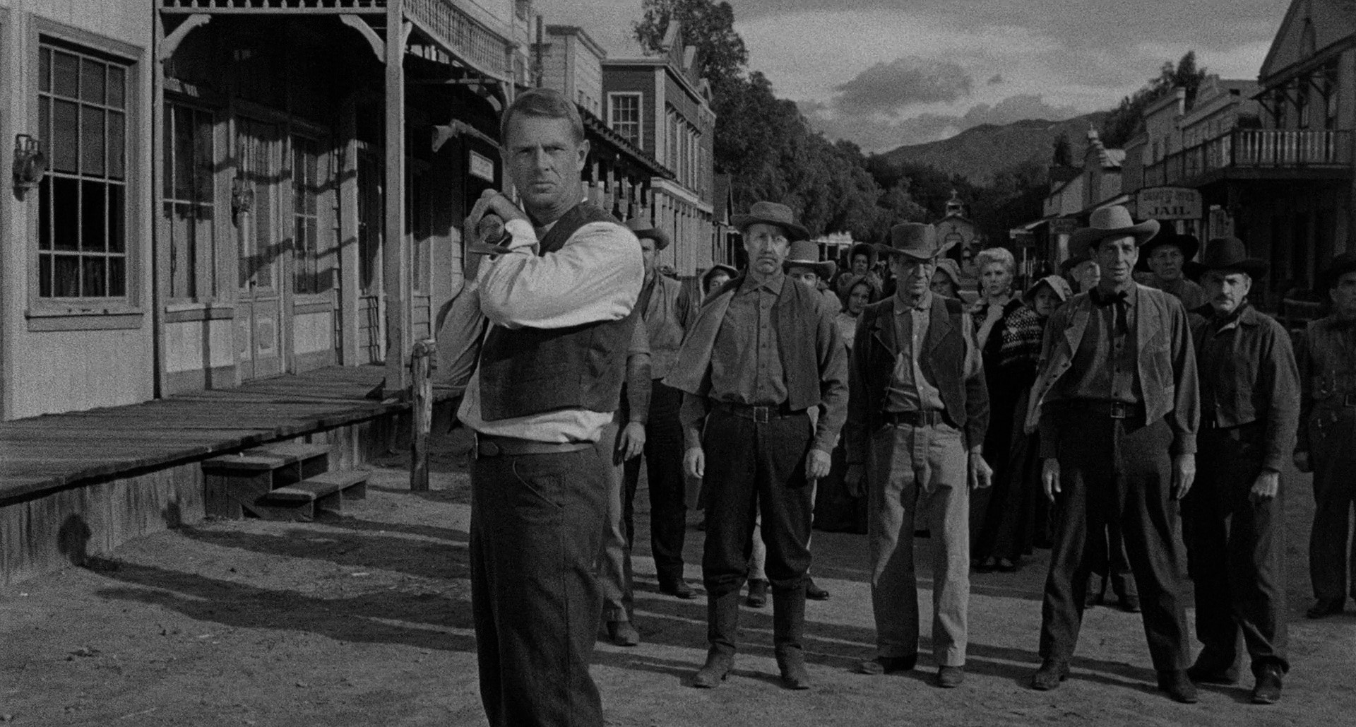 George Hansen (Sterling Hayden) armed with a whaling harpoon, with Prairie City citizens observing, squares off for a showdown with the town's hired gun.