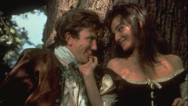 Tom (Albert Finney) risks his reputation for a frolic with the gamekeeper's daughter Molly (Diane Cilento).