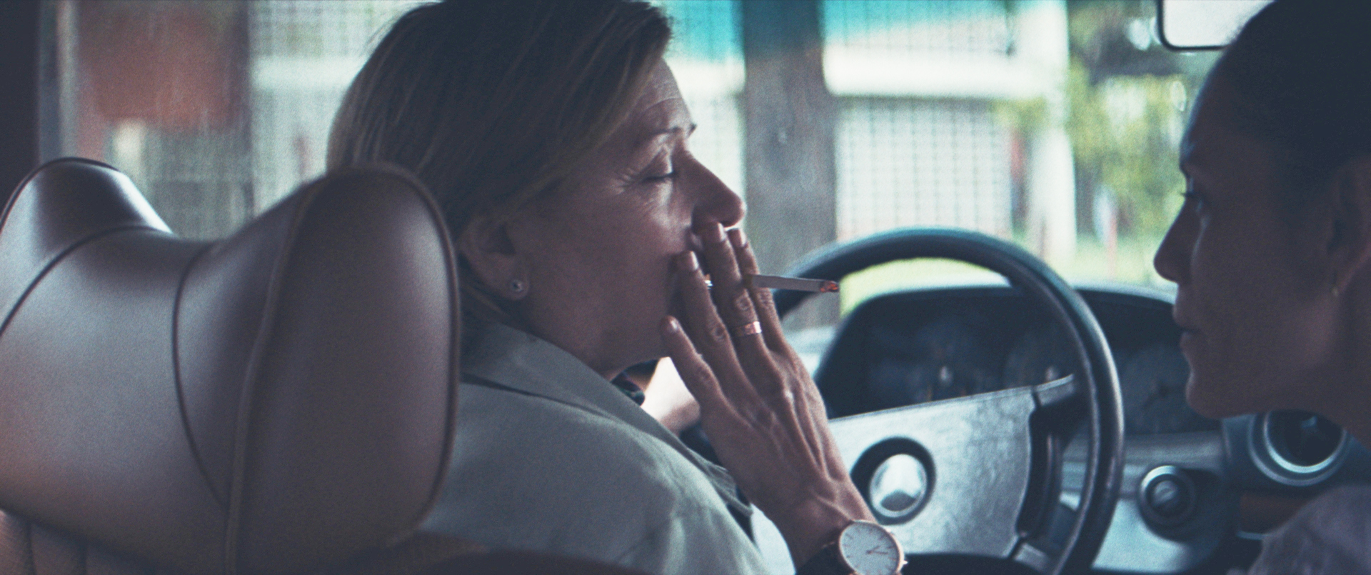 Later in life the protagonist of  The Heiresses learns how to smoke.