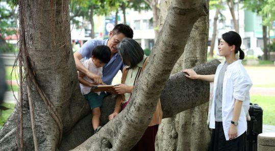 Ying Liang's  A Family Tour .