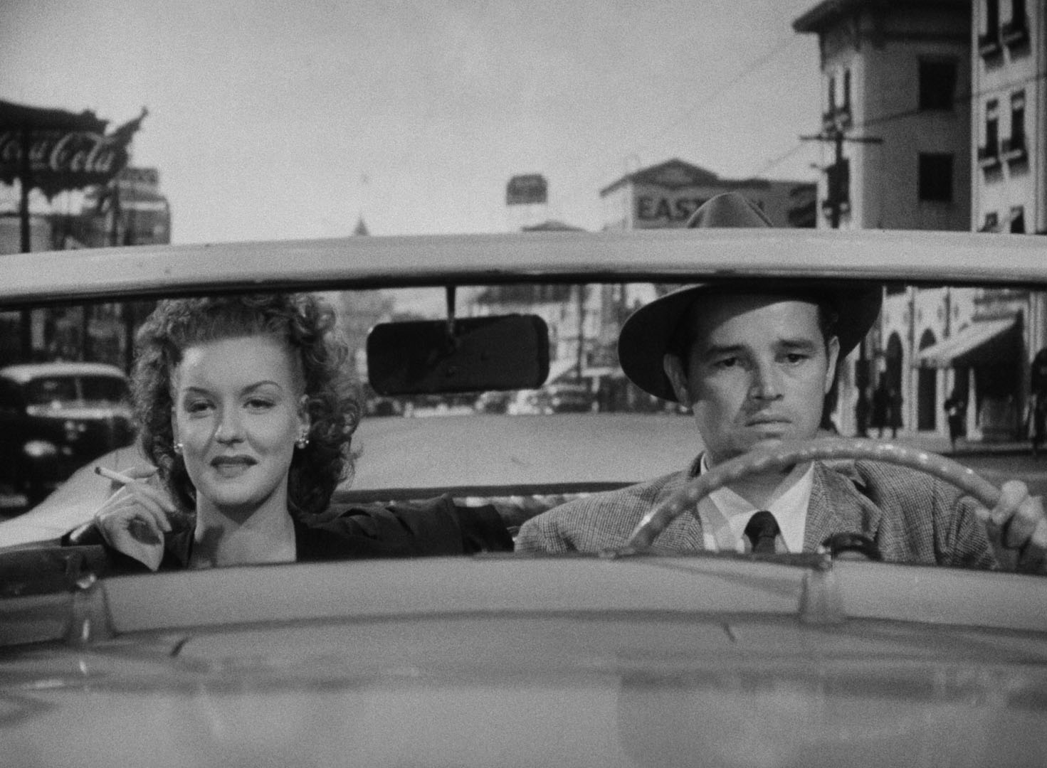 Al and Vera (Ann Savage) drive discontentedly.