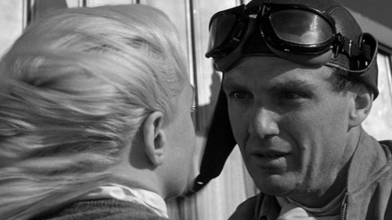 Robert Stack as former war hero and current trick pilot Roger Shumann.