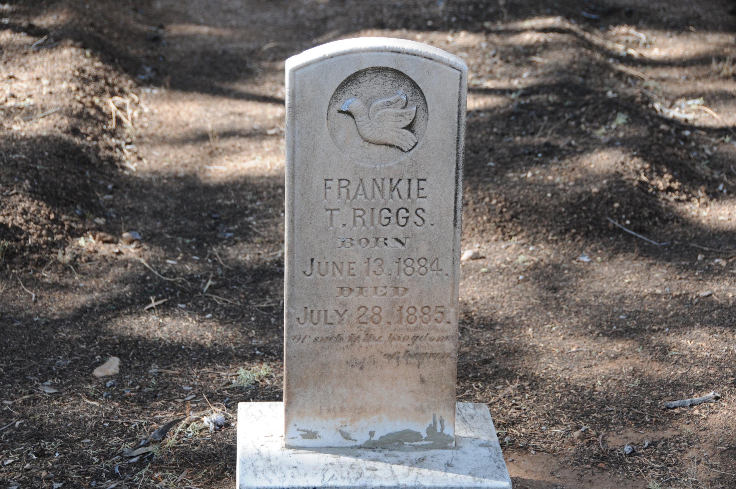 2h FRANKIE T. RIGGS