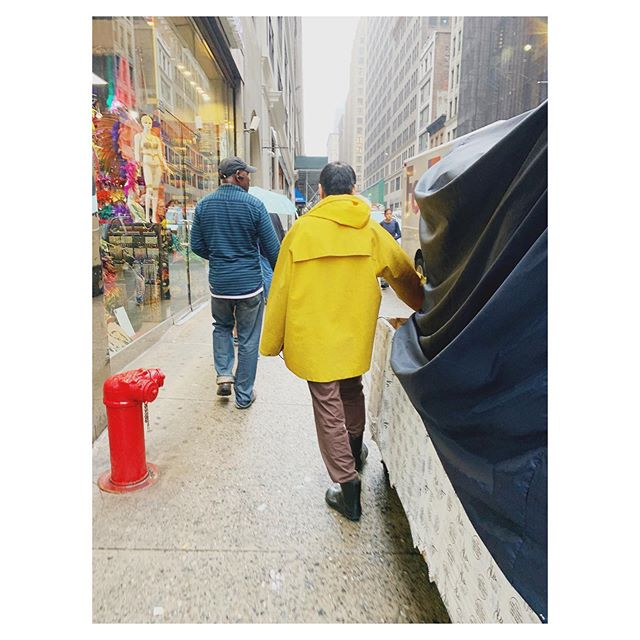 LOVING this delivery man's lewk. Yellow raincoat, relaxed wool slacks, rubber boots