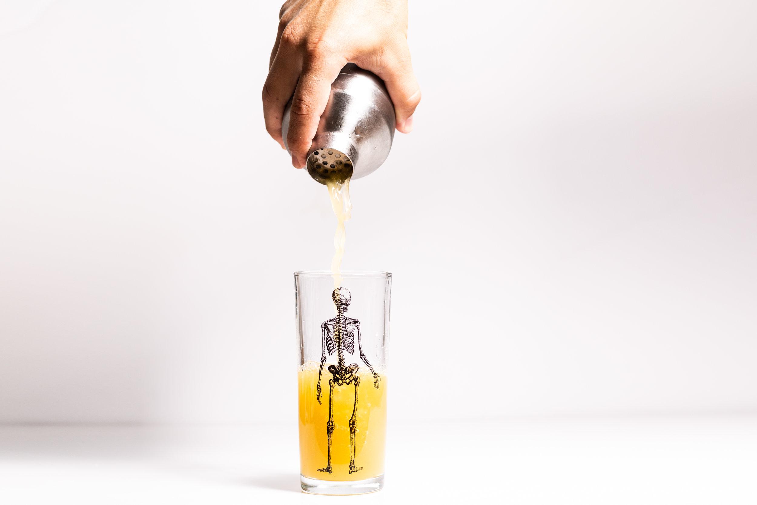 gin aloha pour wide.jpg
