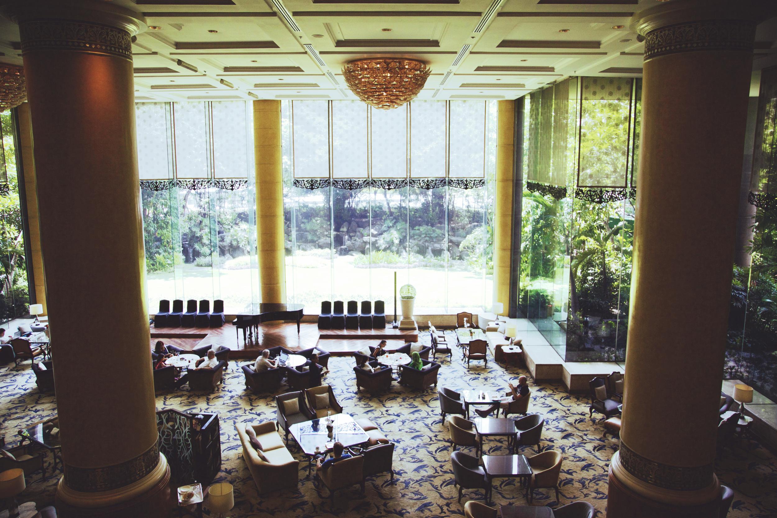 The lobby lounge in the Makati Shangri-La
