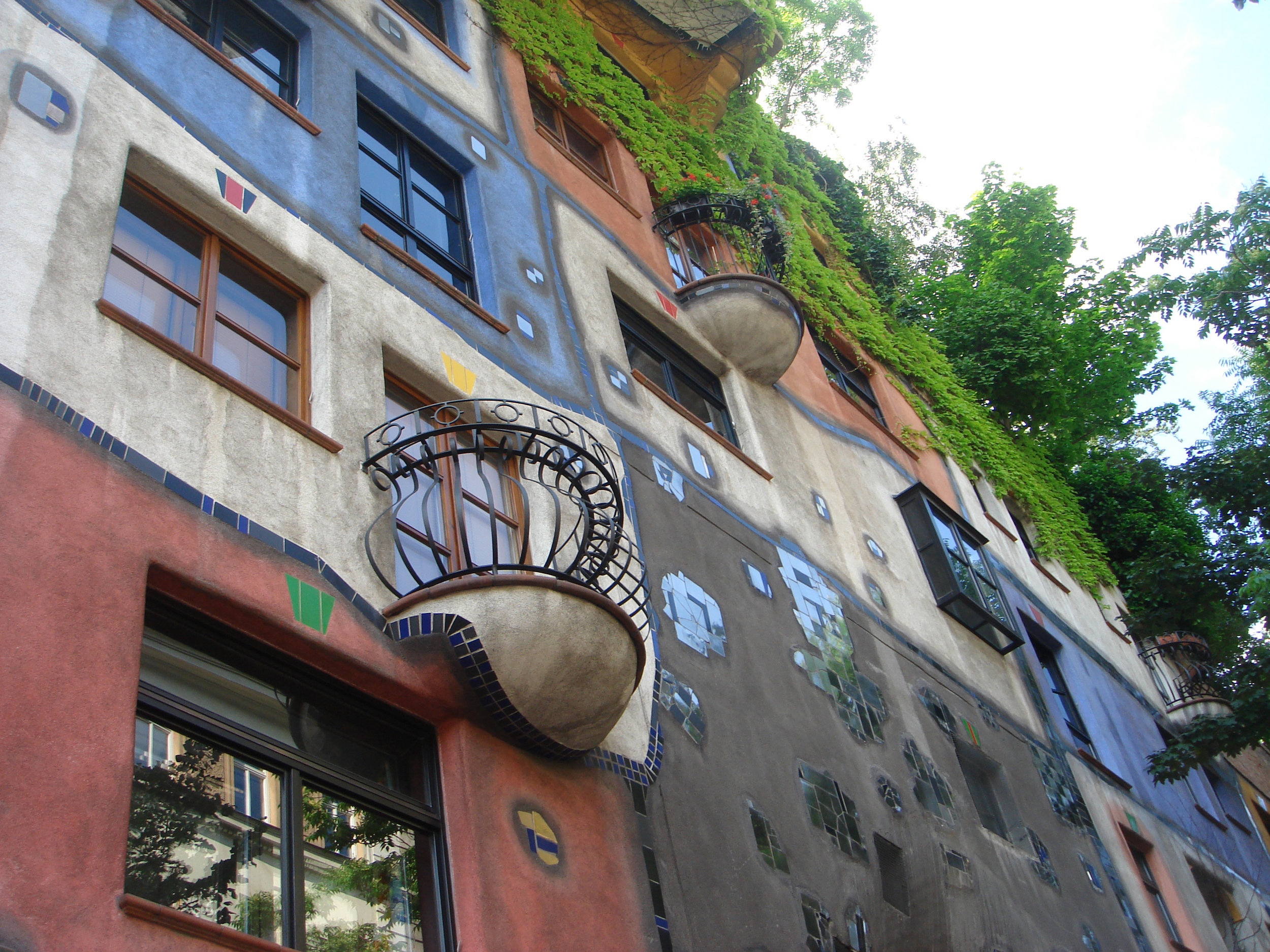 Hundertwasser Apartment 3.jpg