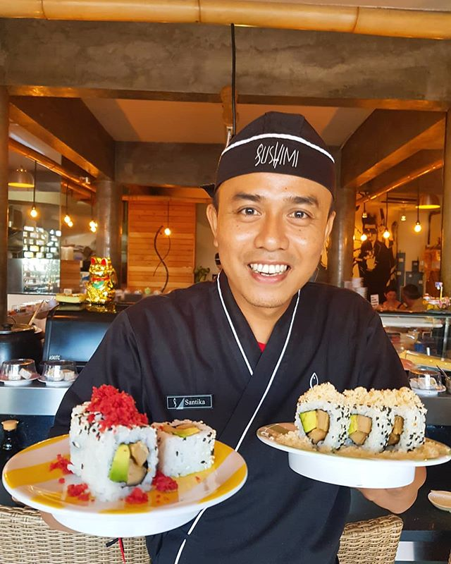 Executive Chef Pak Putu Doing What He Does Best!!💗 Come Say Hi 🙋♂️ ALSO IT'S FRIDAAAAAAAY!! 🍣 🍣 🍣  ALL PLATES OF SUSHI ONLY 💥20k💥   Starts From 5PM! #sushimibali . . . #food  #sushi  #bali  #foodporn  #sushitime #sushilover #welovesushi #eatsushi #sushidate #friday #sushifriday