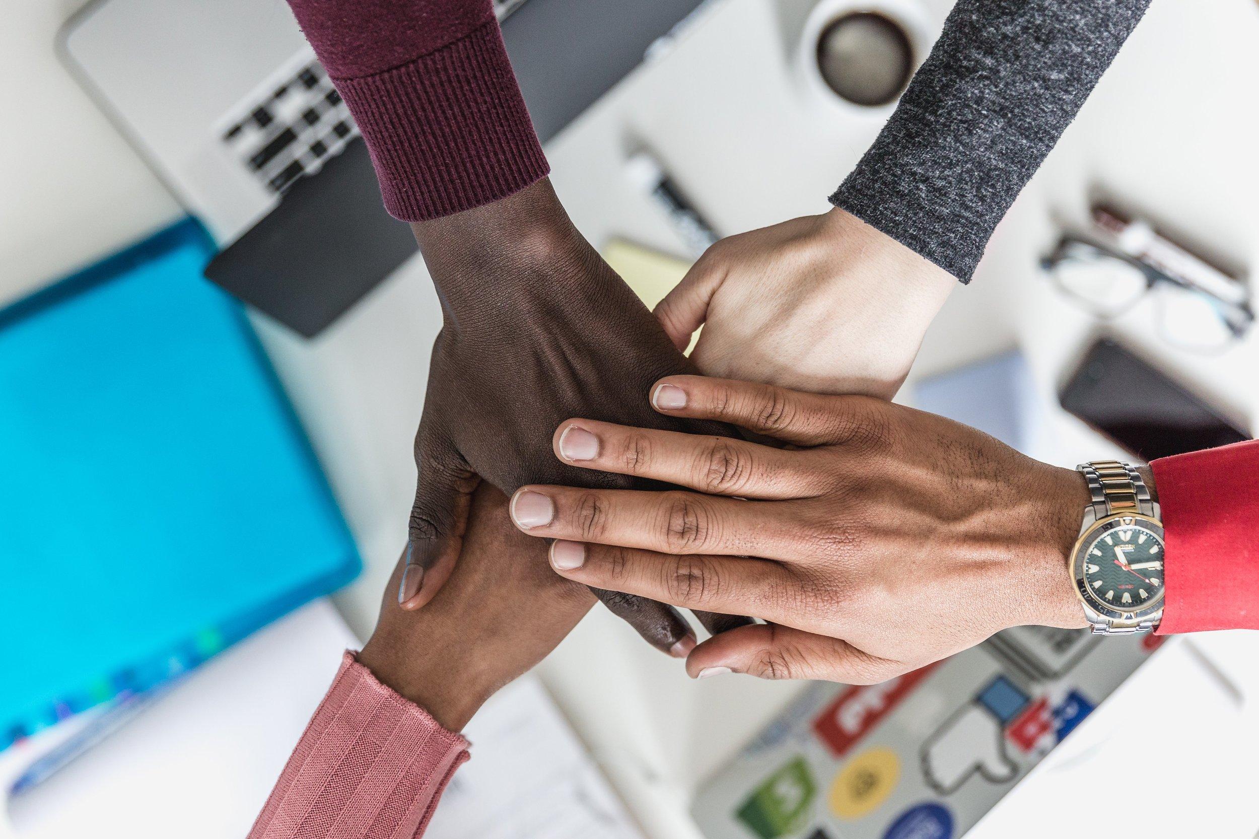 four-hands-meeting_4460x4460.jpg