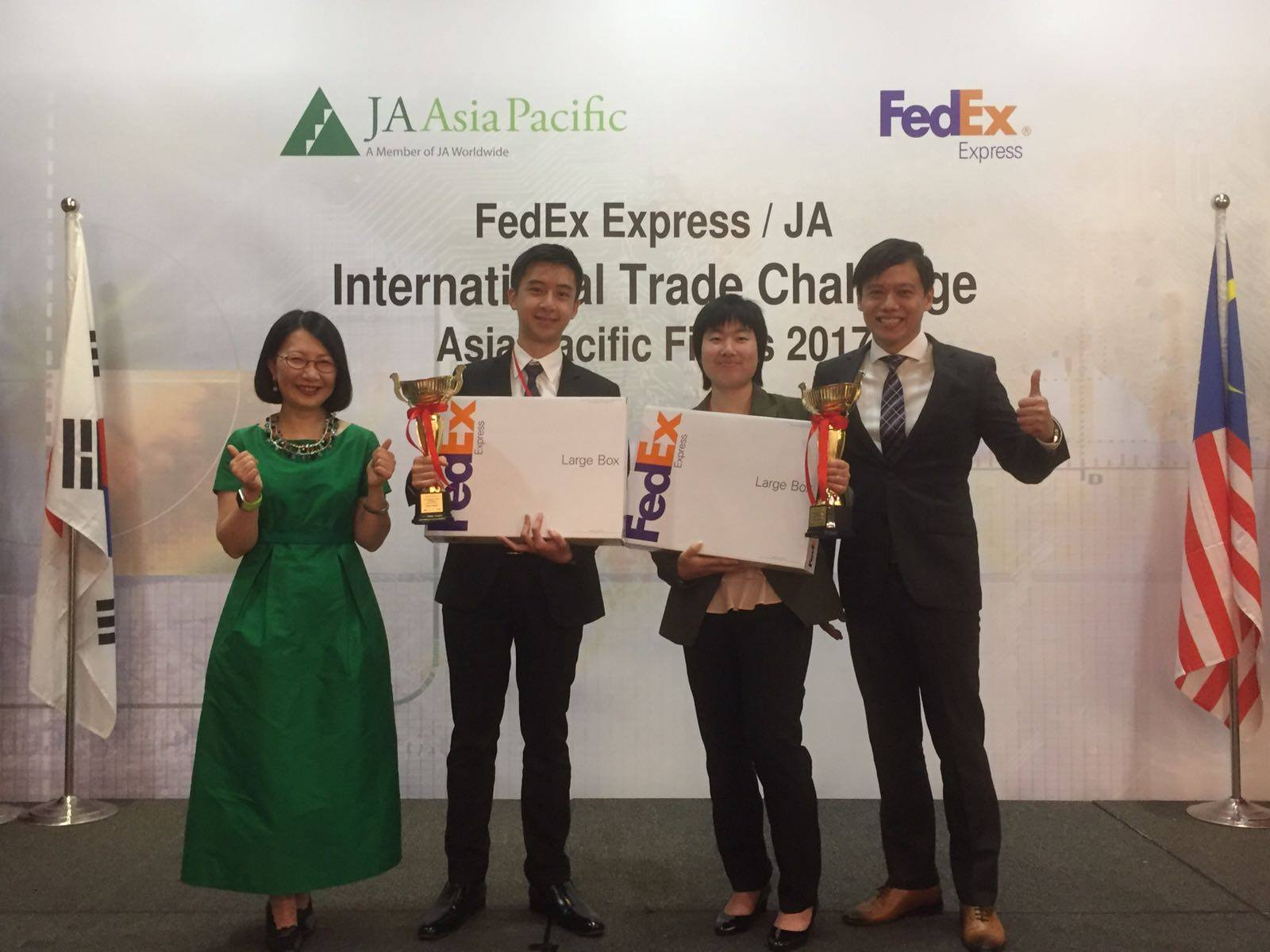 The winning team is Team Everest: Songen Yeung from JA Australia (2nd from right) and Manson So from JAHong Kong (2nd from left), with Vivian Lau, President, JA Asia Pacific, and Brian Tee, Managing Director of Sales, South Pacific Region, FedEx Express.