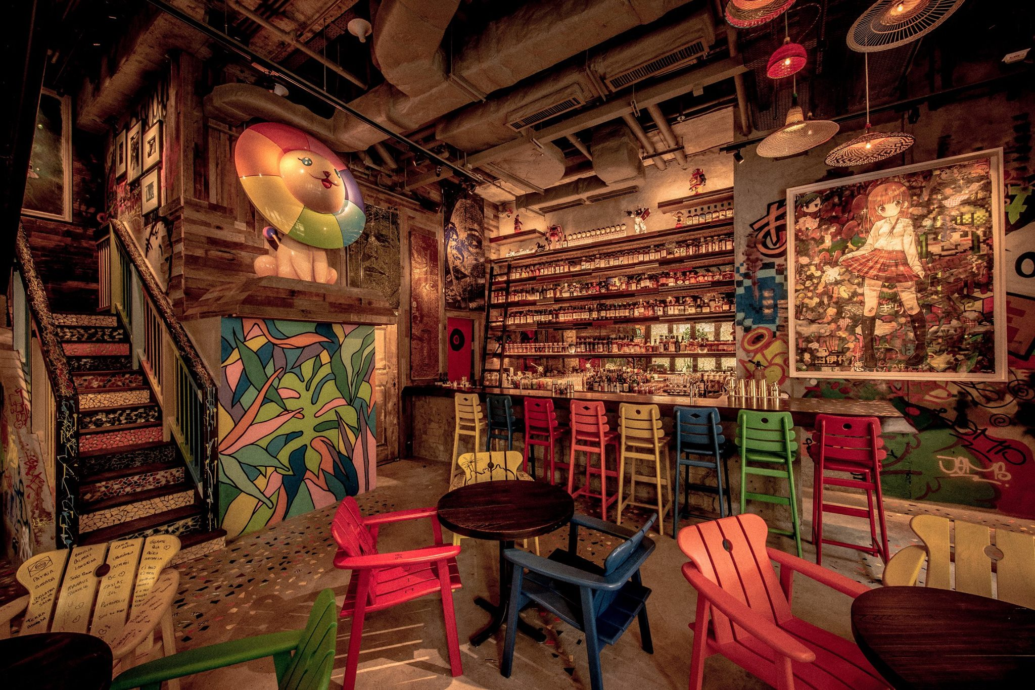 Djapa - Located in the heart of Wan Chai, this colorful favela-chicinspired restaurant and bar fuses the intricacy and freshness ofJapanese cuisine with the bold and hearty flavors of Brazil. HongKong first's Nipo-Brasileiro restaurant and whisky bar is not justa place for drinking and dining, art lovers will also revel in thecolourful artworks by renowned Japanese and Brazilian artists.Events CapacityBar & Lounge (ground floor): 40 seats / 70 standing guestsRestaurant (first floor): 60 seats / 100 standing guestsFull privatization: 170 standing guestsOutside catering is available from Djapa restaurantShops G18-20, Lee Tune Avenue, 200 Queen's Road East,Wan Chai, Hong Kong
