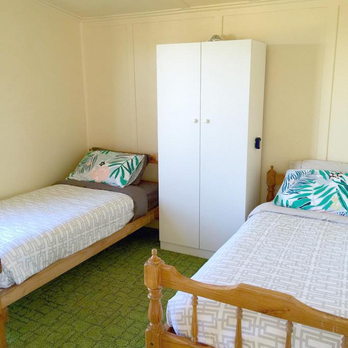 Accomodation-Bedroom-king-island-1.jpg