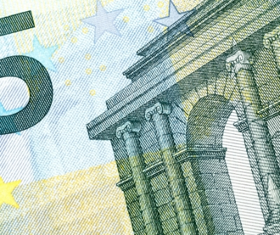 close up of 5 euro note