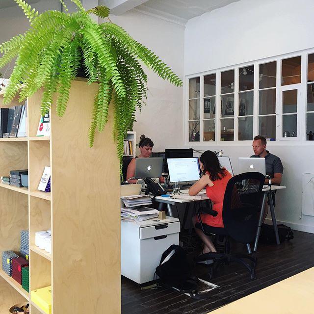 Notre équipe travaille fort sur la création du prochain numéro 👀 restez à l'affût