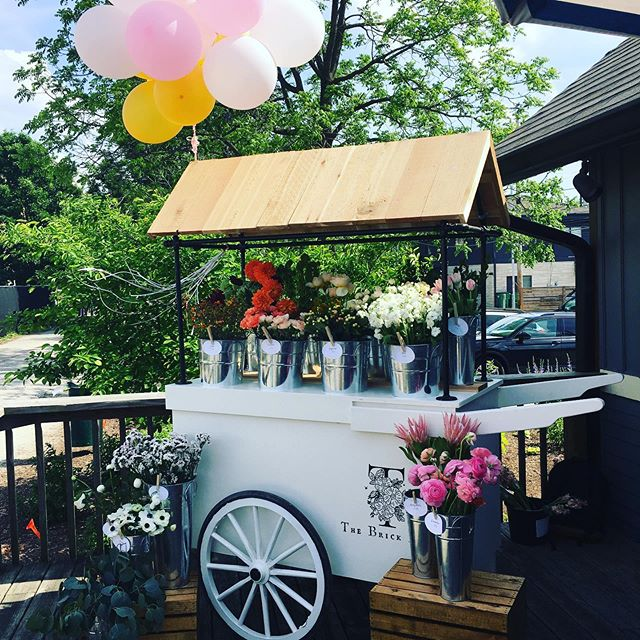 We are so excited to announce that @thebrickhive flower cart will be popping up on our deck this summer!! 🤗🌷🌻 seriously some of the most beautiful flowers we've ever seen! All grown right here in Indy! Come check them out tonight — they are here until sundown! #local #flowers #womenentrepreneurs #boss #beauty #indy #icecream