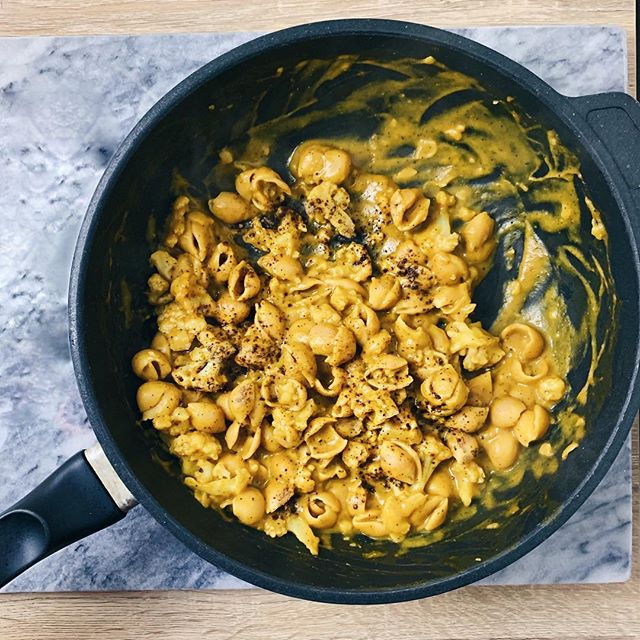 Vegan winter comfort food for the coldest days = butternut squash pasta 🍝 • There's a million ways you can make this, and a favorite of mine is making a butternut squash purée by steaming 1-inch cubes, and using a blender to mix it with some full-fat coconut milk and a bunch of spices BUT that's not what I did this time. When I made this it was 4 degrees out, and I had limited supplies, so I boiled some @eatbanza, and in a separate pan heated up some @traderjoes butternut squash soup, and added in some @pacificdairyfree soy milk, fresh garlic, cayenne pepper and cracked pepper and it made a delicious sauce. • The lighting on this is not perfect but I have my lighting table set up and it's getting there! Excited to experiment with food photography 📸 Stay warm!