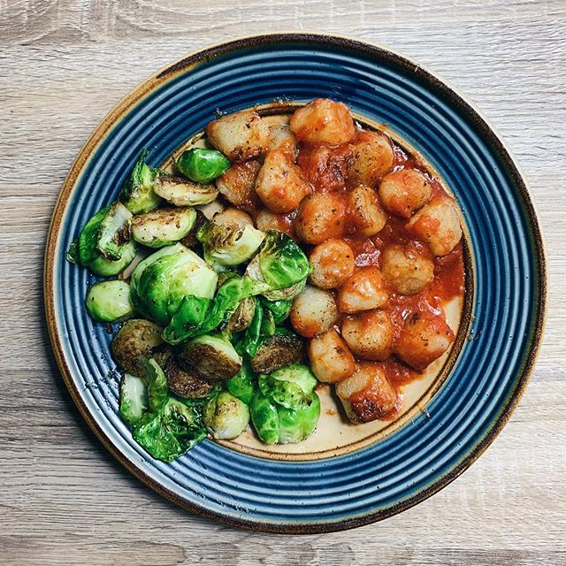 Happy Monday! FINALLY bought 3 bags of @traderjoes cauliflower gnocchi today and wasted no time making it. @nobread recommended just throwing it in some olive oil and thawing it on the stovetop so that's what I did! I did half the bag (a little over 1 serving) and sautéd it in 1 tbsp olive oil and a little garlic over medium heat, tossed it in some canned marinara sauce, and served it with some sautéd sprouts. Wow wow wow. It really does live up to the hype and this was a great way to cook it. TRY THIS! • In other news, today I switched back to a full vegan diet and stopped drinking for 3 months while I take a harsh medication that holds a risk of liver damage. Also starting a new fitness routine. Excited for what's to come! 💪🏻
