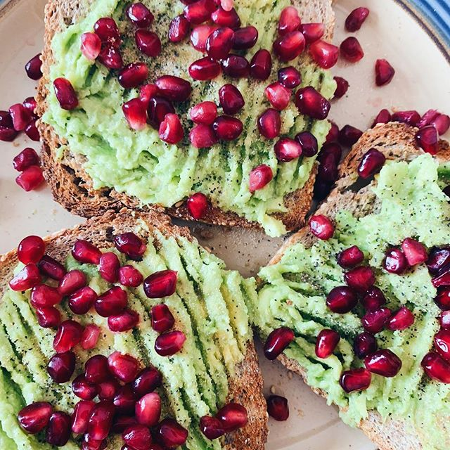 Snow day ideas: avocado toast but make it sweet 🥑🍬 • Mash some avocado in a bowl with a little garlic powder and lemon juice. Spread it over toasted @foodforlifebaking Ezekiel toast and cover in pomegranate seeds. Might sound a little weird but I promise it's delicious. • Working on a bunch of new recipes over the long weekend and I'm excited to share! Plz feel free to DM me if you have any requests on what you'd like to see more of. If you already have, it's in the works :) • Stay warm this weekend y'all!