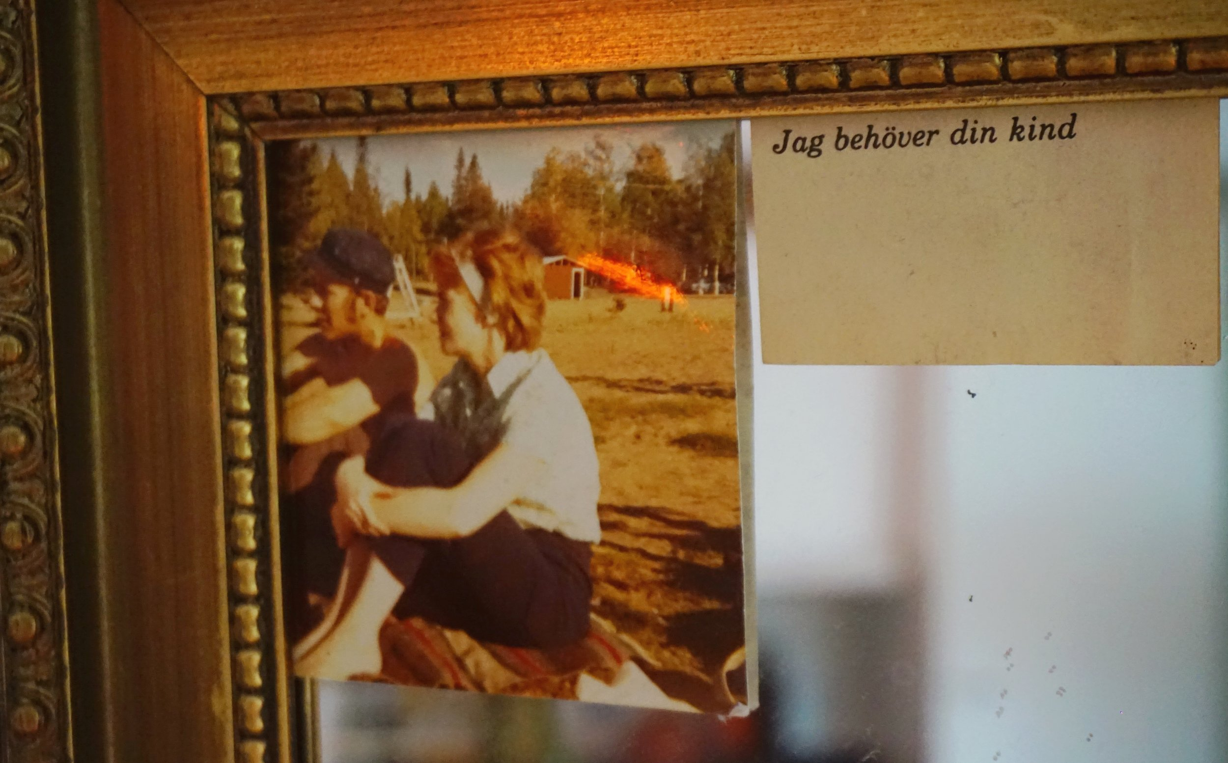 Spegel prydd av Mommo & Modda & poesi.