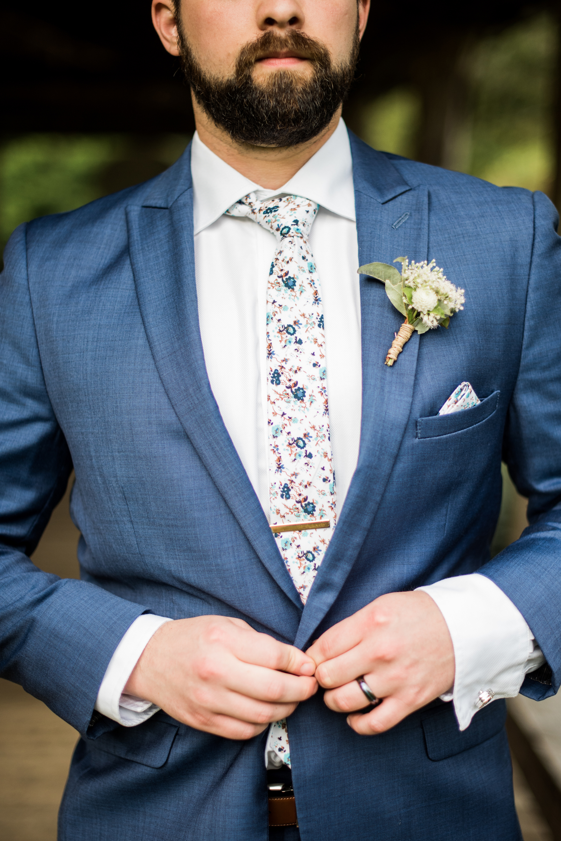 groom buttons suit jacket