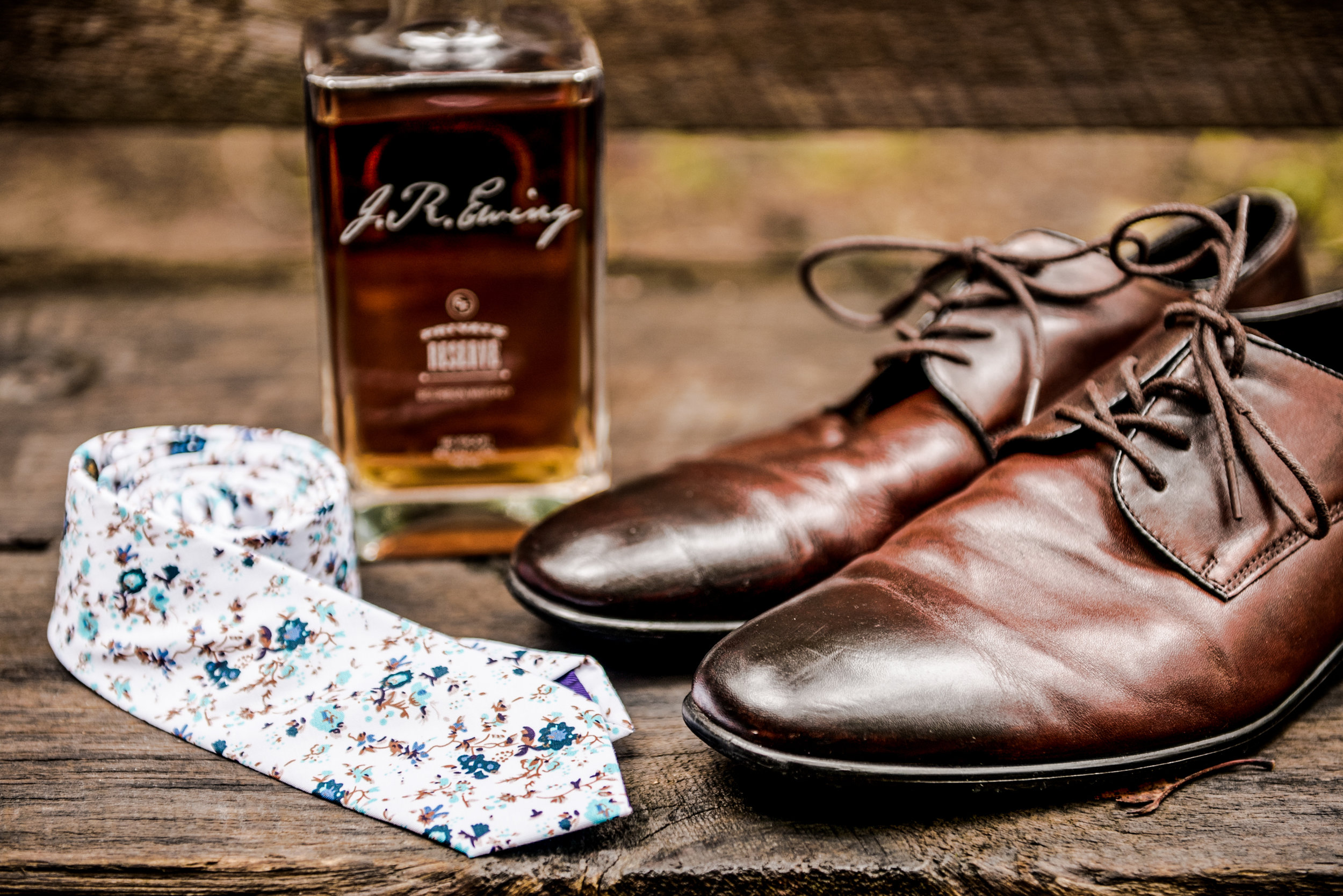 Grooms details tie whisky shoes