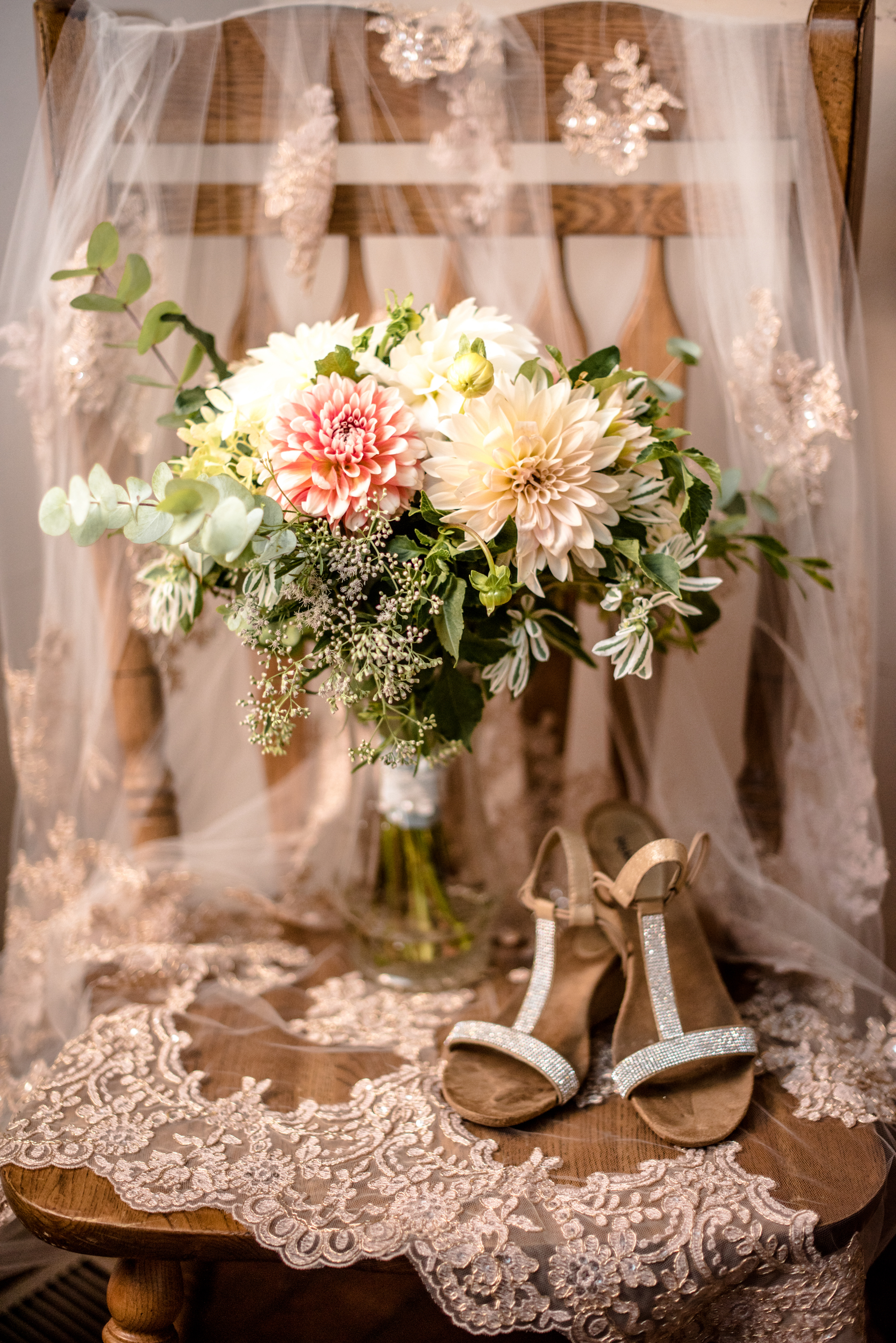 Romantic rustic wedding bouquet and veil