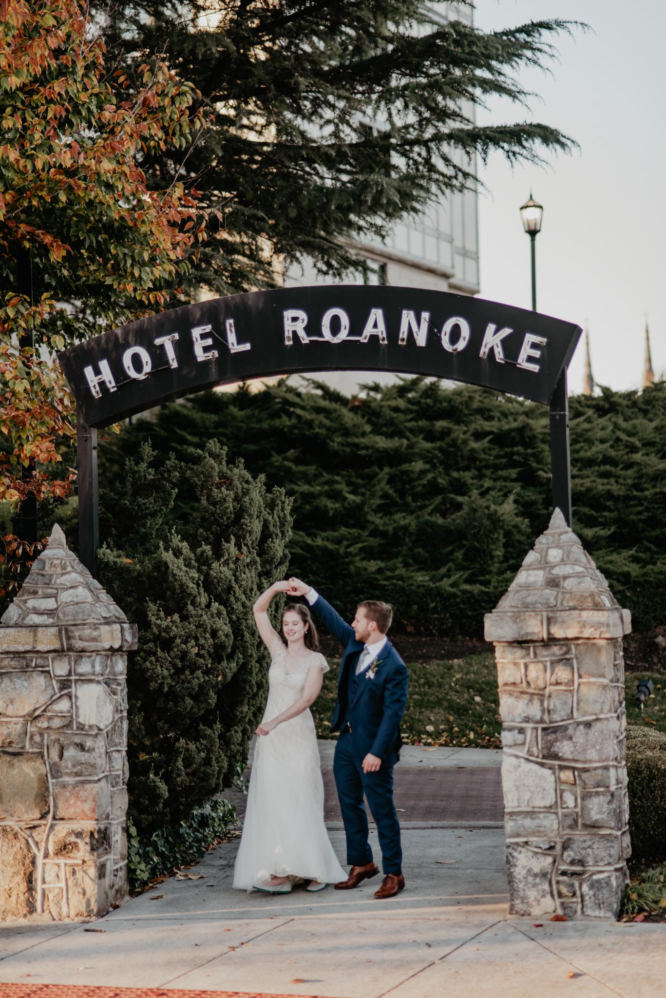 CLASSIC DOWNTOWN ROANOKE WEDDING