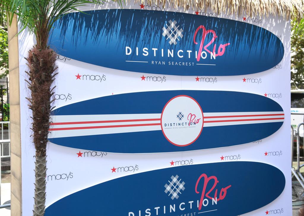 Ryan+Seacrest+Launches+Ryan+Seacrest+Distinction+uJX6qkMBfXXx.jpg