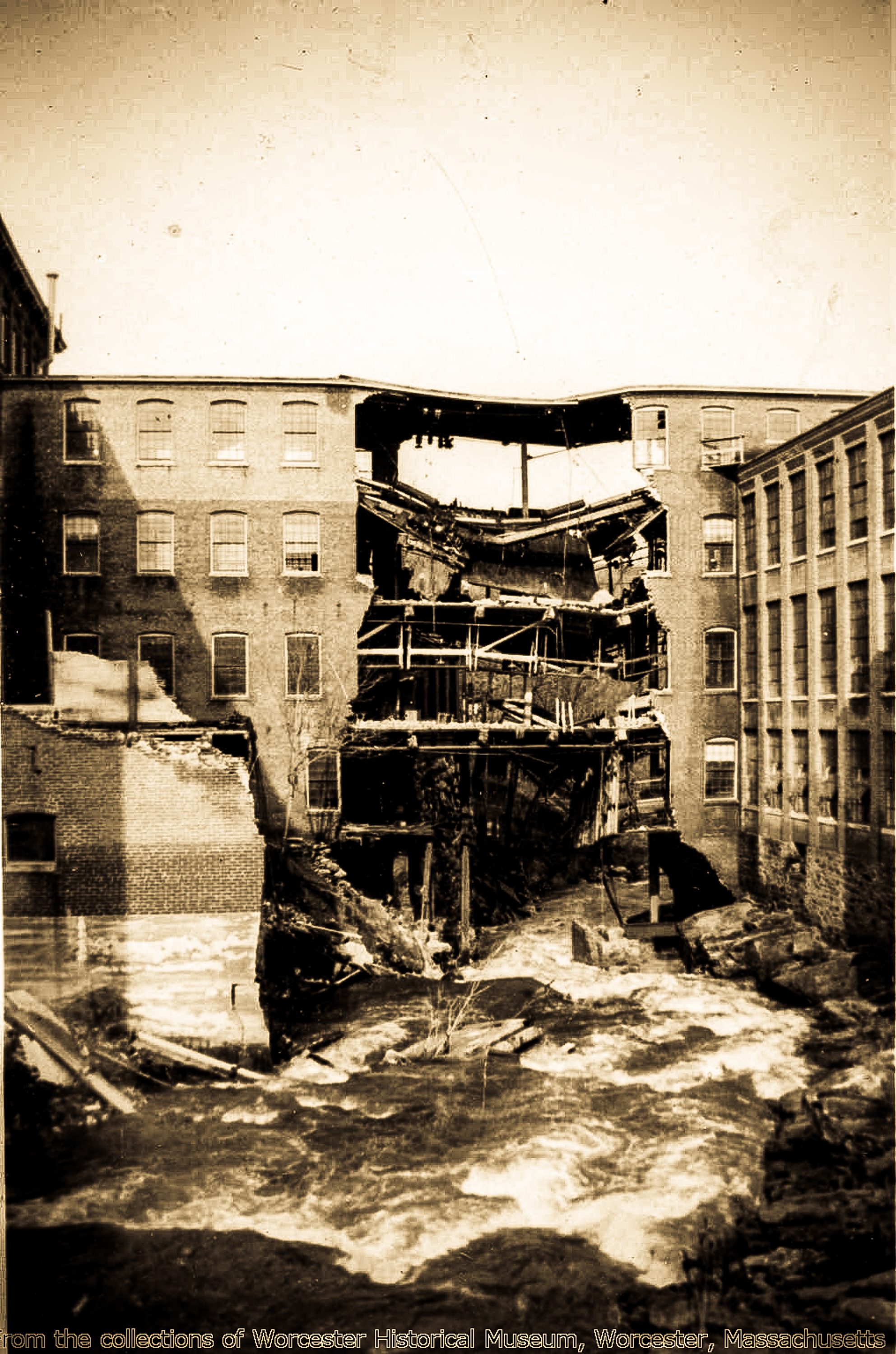 1511 Main Street (Duffy Mills 1936 Flood).jpg