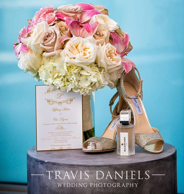 So. Much. Yes. 👌🏼💕💍💌 The incredible @ticaroseevents and @travisdanielsphotography do it again with this wildly perfect styled photo from a recent wedding featuring our Custom Designed Invitation. I can't...!😍