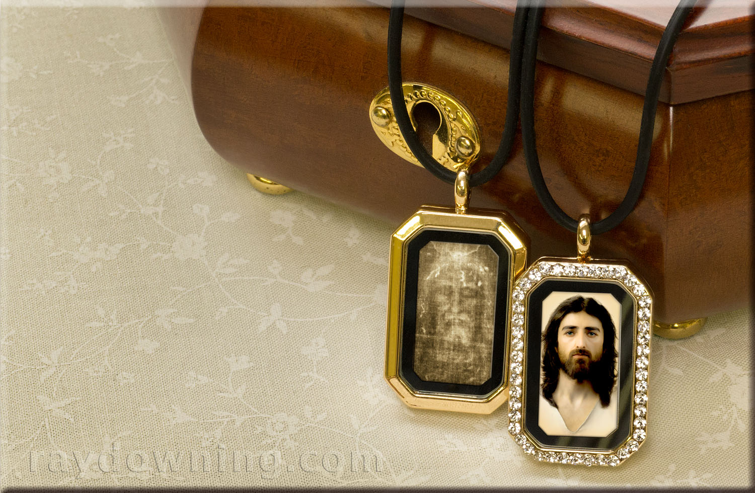 Jesus picture locket rhinestones Shroud of Turin.jpg