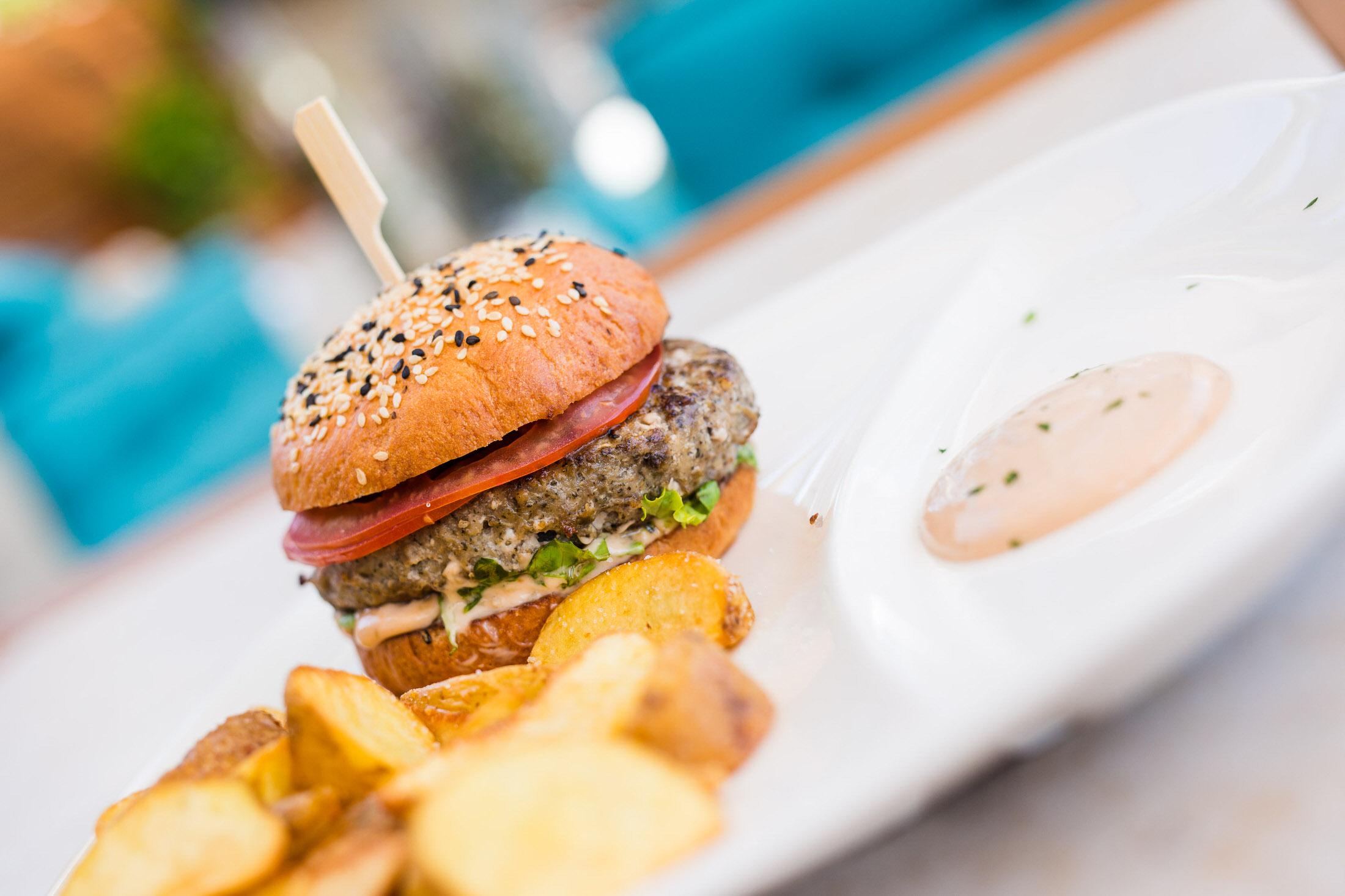 Lamb &mint burger -