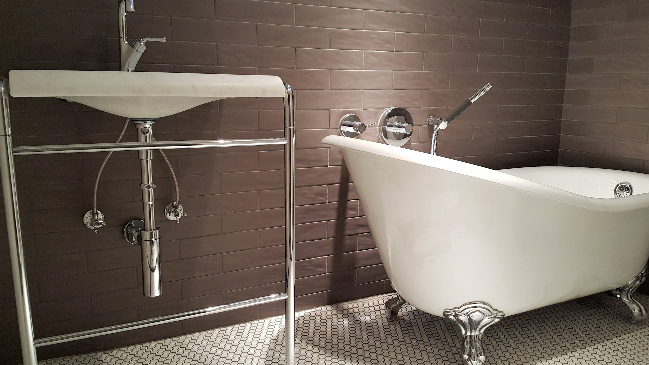 sink and tub 2.jpg