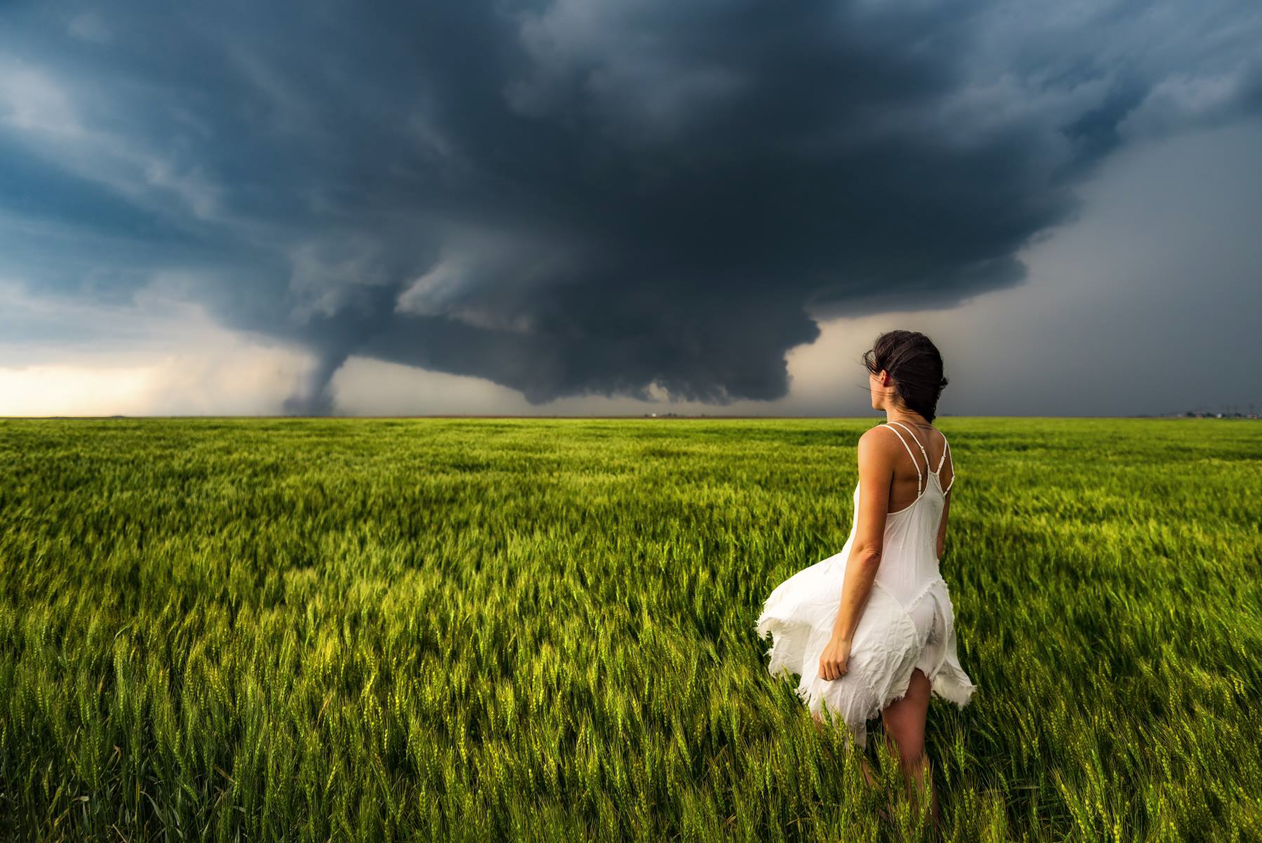 Greetings from Tornado Alley: storm chaser shares amazing images of extreme weather - Lonely Planet Travel News. Article by James Gabriel Martin. Photographs by Mike Mezeul II