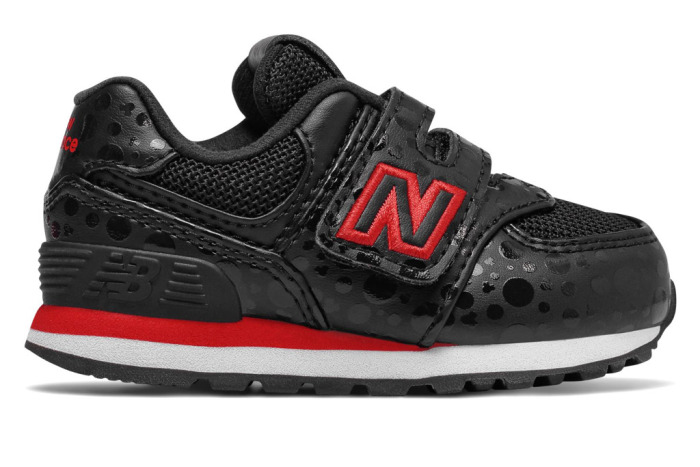 new-balance-minnie-mouse-sneakers-9.jpg