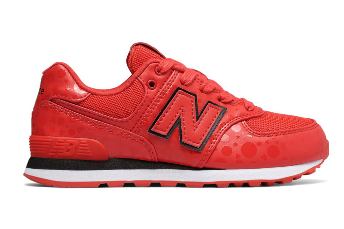 new-balance-minnie-mouse-sneakers-8.jpg