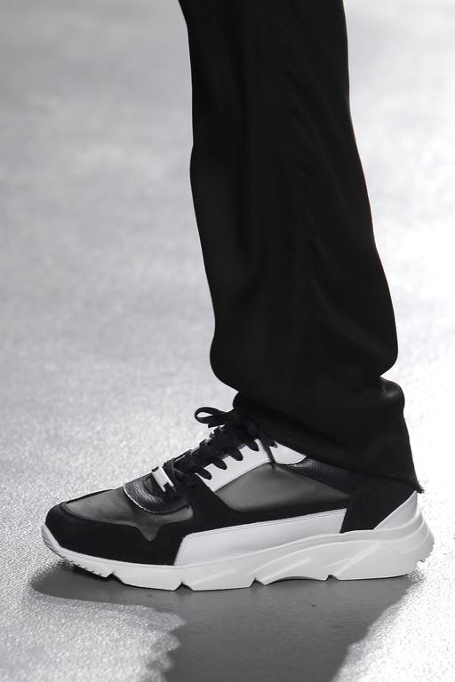 SHOES_Ambitious_1919800.jpg