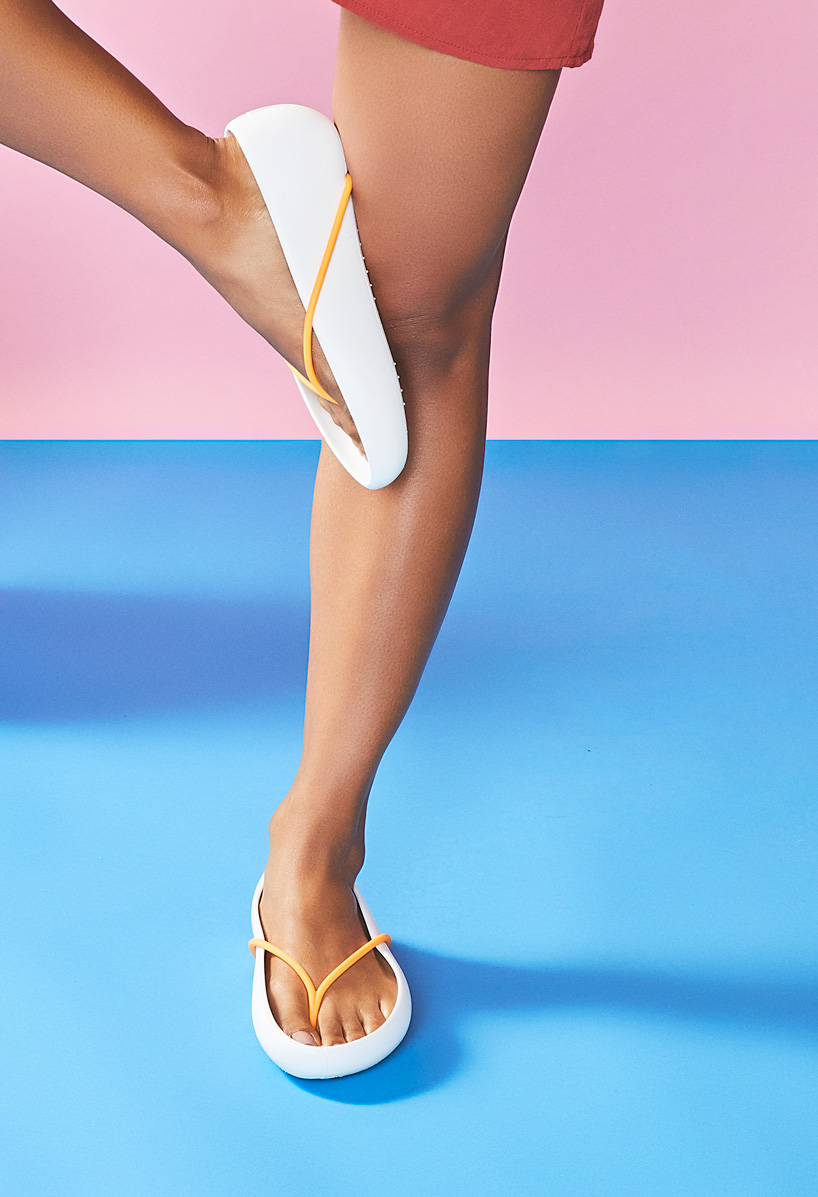 philippe-starck-ipanema-recyclable-sandal-collection-designboom-12.jpg