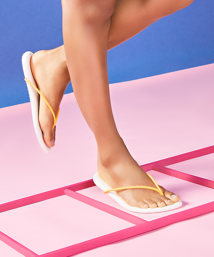 philippe-starck-ipanema-recyclable-sandal-collection-designboom-13.jpg