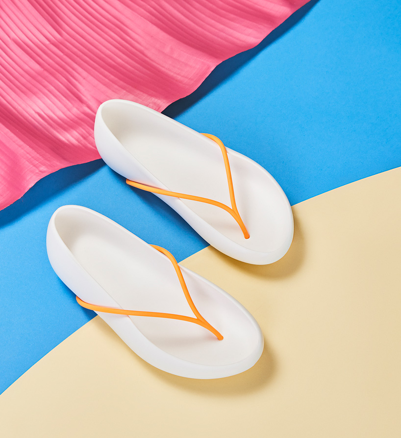 philippe-starck-ipanema-recyclable-sandal-collection-designboom-8.jpg