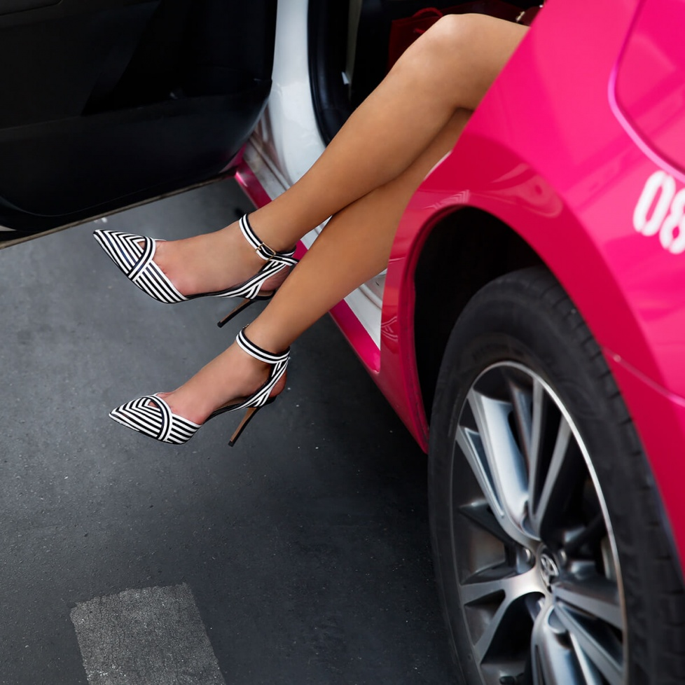 zapatos-tacon-rayas-blanco-negro-pura-lopez-okara4_fill_978_978.jpg