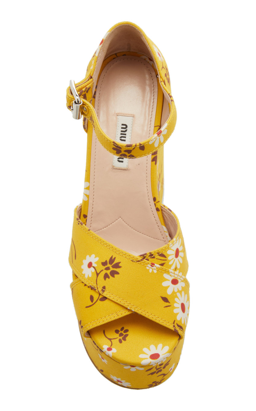large_miu-miu-yellow-gabardine-daisy-bouquet-sandals (1).jpg