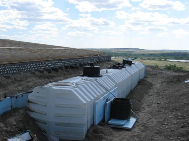 Earthship depositos agua.jpg