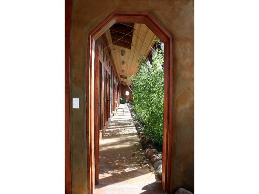 Earthship jardin interior 4.jpg
