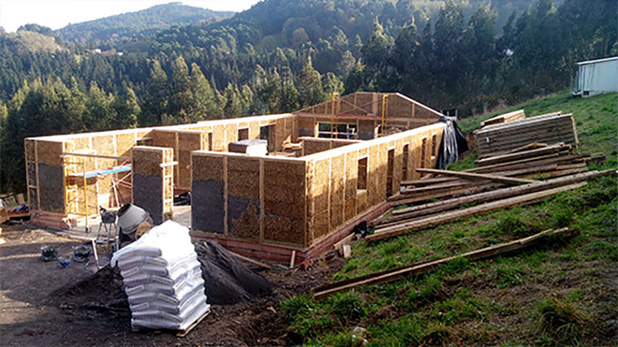 Construcción de vivienda mediante el sistema de módulos Ecopaja.