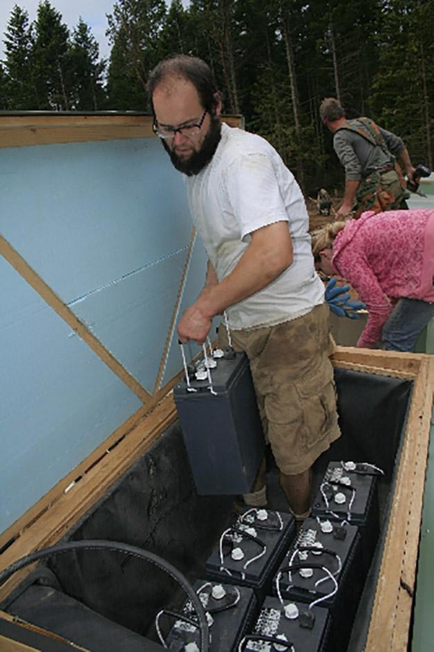 Colocación de las baterías en cajones de cubierta.