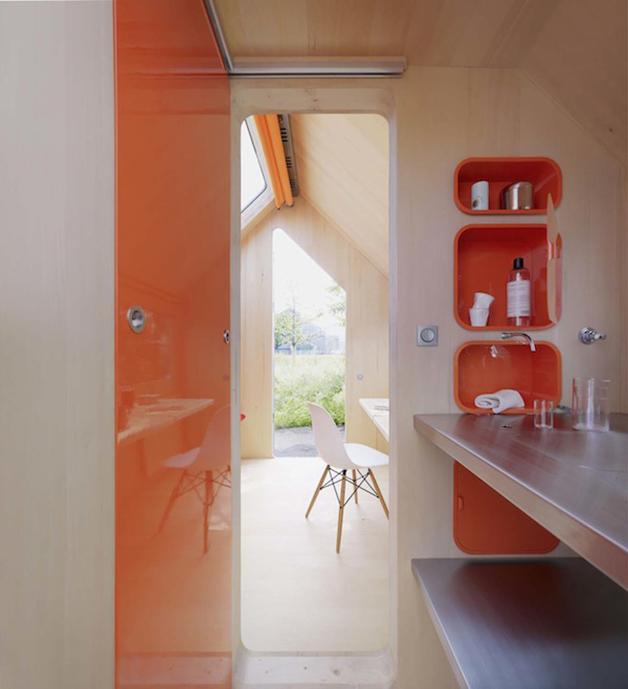 Vista interior de Diogene desde la zona de baño y cocina.