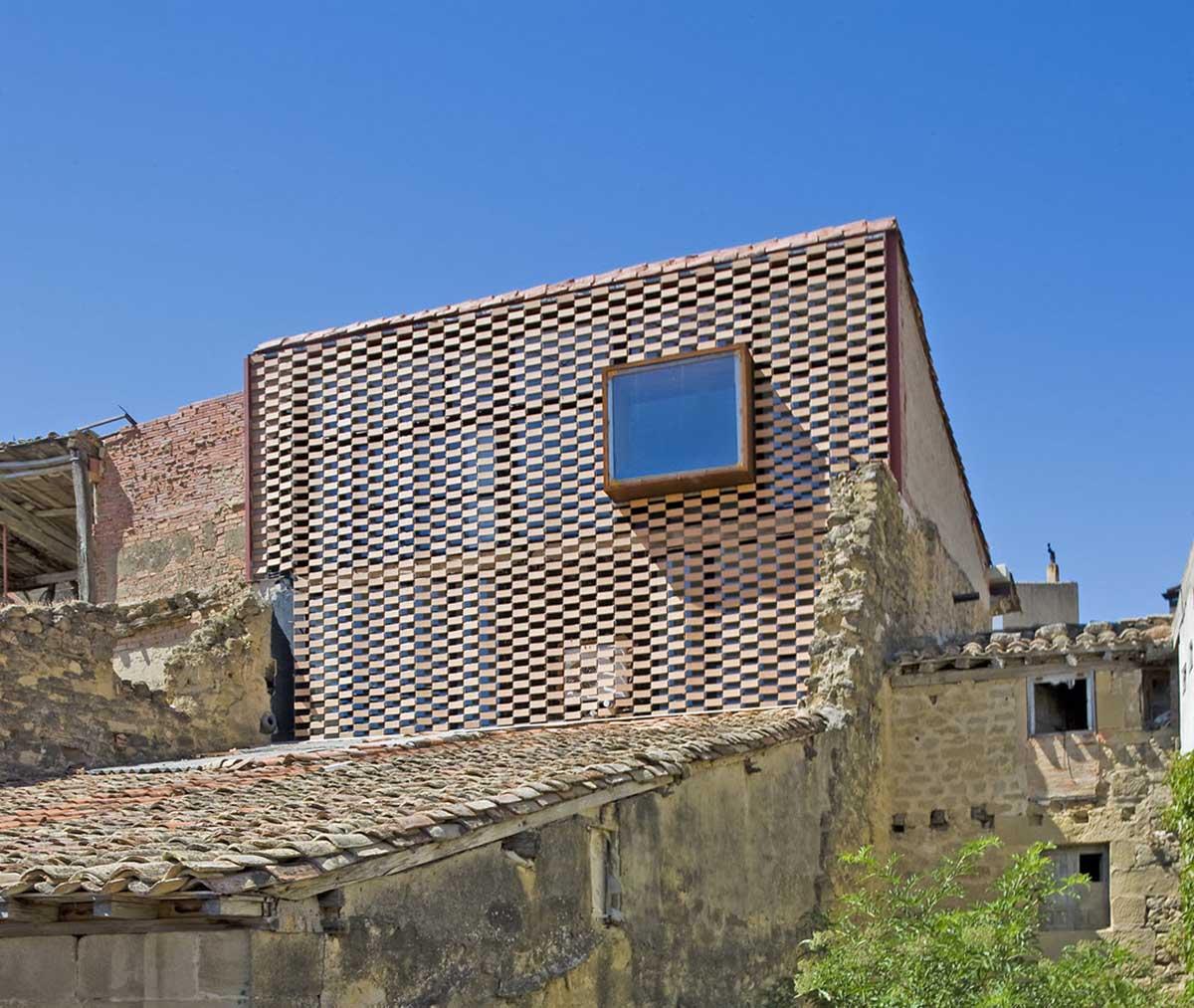 Flexbrick en fachada de hotel en La Rioja (Blur arquitectura).