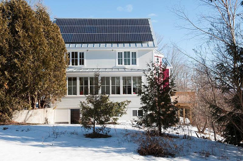 Las viviendas incorporan sistemas de energía renovable y climatización por ventilación mecánica con recuperación de calor.