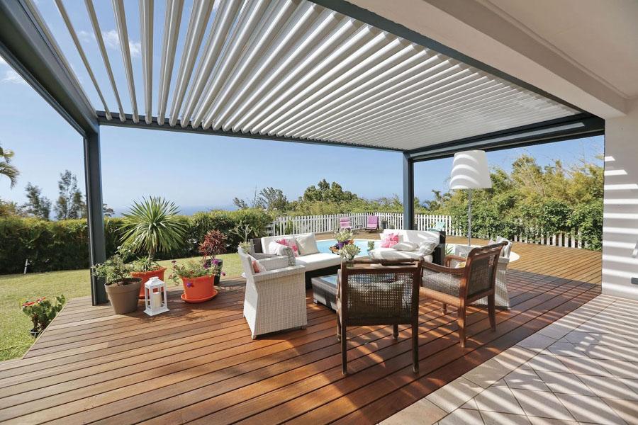 Lás pérgolas son otra opción para proteger nuestra vivienda de la radiación solar directa, sobre todo en la cara sur.
